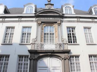 Uniek, gerenoveerd appartement in het stadscentrum.<br /> Dit appartement situeert zich in een aantrekkelijk, geklasseerd gebouw op wandelafstand van