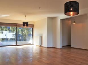 Lichtrijk 3-slaapkamerappartement op aangename locatie.<br /> Het appartement is ingeplant in een rustige woonwijk nabij Berchem Station.<br /> Op de