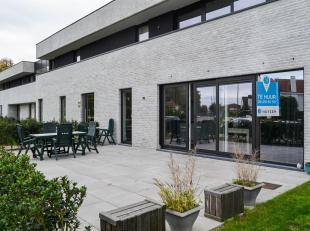 Dit eenslaapkamer appartement is uitstekend gelegen, lang de Brusselsesteenweg, vlakbij de op-en-afritten van E40, het centrum van Wetteren, Melle en