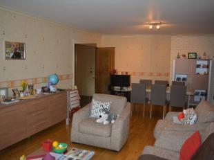 Instapklaar appartement op de 1ste verdieping met 2 slpks, zonnig terras, nieuwe keuken vernieuwde badkamer en ruime woonkamer.<br /> Zeker een bezoek