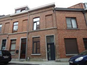 Gerenoveerde, goed gelegen stadswoning. Deze woning is gelegen binnen de ring van Leuven op een perceel van 35 ca. Gelijkvloers bestaat deze woning ui