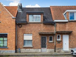 Charmante, te renoveren woning gelegen aan de stadsrand van Leuven! Vanuit de inkomhal heeft u toegang tot de leefruimte, de kelder en de verdieping.