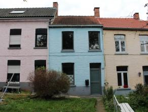 Charmante, opgeknapte arbeiderswoning gelegen in een autoluwe straat te Leuven! De woning bestaat uit drie verdiepen. Op de gelijkvloerse verdieping k