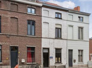 Topligging in het centrum van Leuven!Deze recent gerenoveerde woning is gelegen in het centrum van Leuven, nabij het station, diverse winkels, restaur