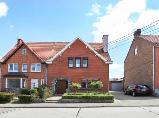 Zeer goed onderhouden gezinswoning (HOB) met 3 slaapkamers, zolder (extra kamer mogelijk), kelder, garage, 2 leuke terrassen en mooie tuin op een perc