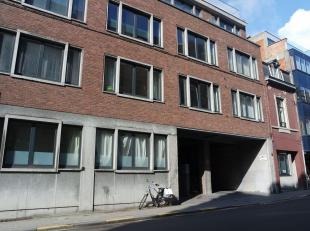 Leuk centraal gelegen appartement in het centrum van Leuven!Dit appartement is gelegen op de eerste verdieping en bestaat uit een inkomhal, woonkamer