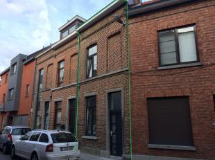 Volledig gerenoveerd, goed gelegen stadswoning.Deze woning is gelegen binnen de ring van Leuven op een perceel van 35 ca.Gelijkvloers bestaat deze won