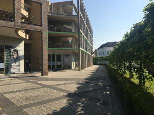 Zeer mooi, ruimtelijk én lichtrijk appartement met drie slaapkamers en een terras van maar liefst 40m² in centrum Leuven. Het (hoek-)appar