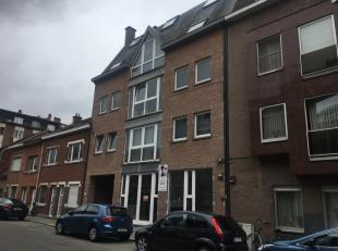 Duplex-appartement met 3 slaapkamers in centrum Leuven!Deze duplex is gelegen op de derde verdieping van de residentie en bestaat gelijkvloers uit een