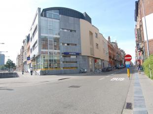 Op de hoek van de Maria Theresiastraat met de Tiensevest, bevindt zich deze ultramoderne flat, voorzien van het ultieme comfort met een hippe, urban u