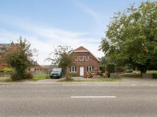 Gedeeltelijk verder te renoveren woning op een zonnig, mooi perceel van 14a 07ca langs de verbindingsbaan tussen Keerbergen en Haacht. De charmante ar