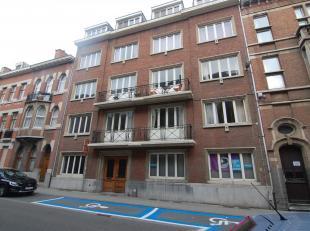 Gezellig appartement gelegen in het centrum van Leuven.<br /> Dit appartement bestaat uit een inkomhal, lichtrijke aangename woonkamer, aparte ingeric
