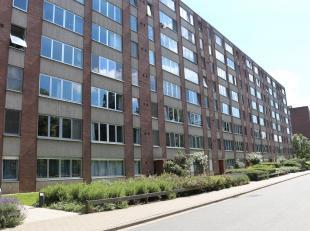 Gelijkvloers appartement met 2 slaapkamers te Heverlee.<br /> Bij het betreden van het het appartement, vinden we links een apart toilet en een badkam
