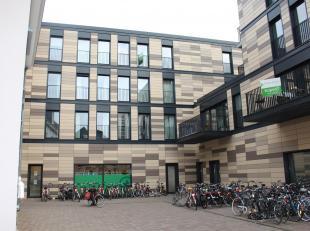 Ruime parking te centrum Leuven!<br /> De parking bevindt zich op de hoek van de Tiensestraat met de Brabanconnestraat en heeft een directe toegang vi