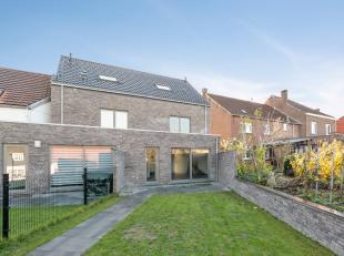 Moderne nieuwbouwwoning met tuin en 4 slaapkamers in het centrum van het mooie Oud-Heverlee.<br /> Deze eengezinswoning bestaat, op de gelijkvloers, u