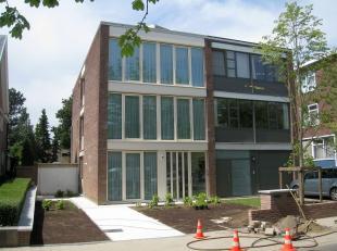 Prachtig duplex-appartement met 3 slaapkamers en tuin op de rand van Leuven!<br /> Gelijkvloers bestaat deze woning uit een ruime inkomhal met authent
