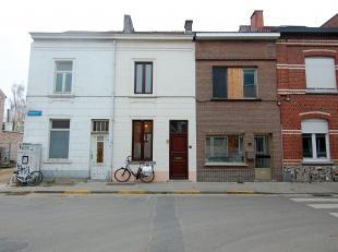 Gezellige woning gelegen net buiten de ring van Leuven.<br /> De woning bestaat uit een inkomhal, living, ingerichte keuken (voorzien van 4 elektrisch