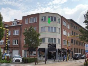 Lichtrijk appartement in het centrum van Kraainem!Dit moderne appartement is gelegen in een klein gebouw op slechts 300m van Place Dumont.Het bestaat