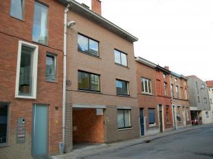 Centraal gelegen afgesloten garagebox nr. 3, vlak aan het stadspark en aan 'Alma 2'.<br /> De huurprijs bedraagt 85 euro per maand.<br /> De garage is