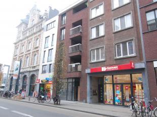 Erg luxueus nieuwbouwappartement op een toplocatie, met uitzicht op het Martelarenplein en het Leuvense stationgebouw. Het appartement bestaat uit een