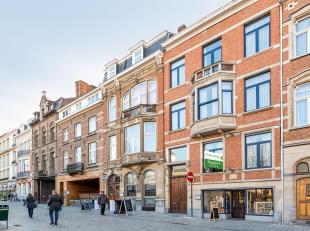 Standingvol herenwoning met commercieel gelijkvloers op het Ladeuzeplein, hartje Leuven.<br /> Het gelijkvloers is uiterst geschikt als winkelruimte (