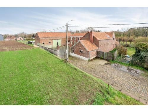 Villa te koop in Jodoigne, € 730.000