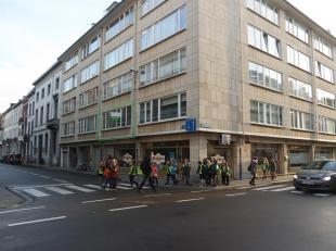 Charmant 2 slaapkamer appartement op een toplocatie in het centrum van Leuven!Het appartement bestaat uit een ruime inkomhal met vestiairekast, ruime