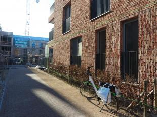 Nieuwbouw appartement op de gelijkvloerse verdieping met ruim terras (9m²) en ondergrondse autostaanplaats. Het appartement bestaat uit een zeer