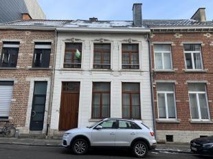 Ruime, authentieke stadwoning met 4 slaapkamers en conciërcewoning in Leuven!<br /> Gelijkvloers bestaat de woning uit een inkomhal, leefruimte m