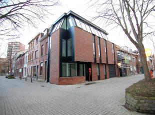 Prachtige nieuwbouw-woning in het centrum van Leuven!<br /> De woning bestaat op de gelijkvloers uit een inkomhal, bureau ruimte, berging, wasplaats,