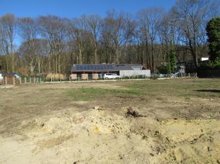 West georiënteerde bouwgrond voor half open bebouwing met een oppervlakte van 03  are en 55 centiare in een rustige verkaveling, op fietsafstand