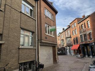 Leuk gelegen stadswoning in de Mechelse.<br /> Deze woning bestaat gelijkvloers uit een inkom en een inpandige garage, enkel bruikbaar voor een fiets