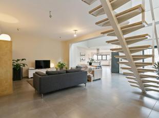 Top afgewerkt loft-achtig duplex- 2-3 slaapkamer appartement met een aangenaam dakterras.<br /> Dit appartement is rustig gelegen in een kleinschalig