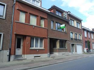 Volledig opgefriste rijwoning met 4 slaapkamers en leuke stadstuin te Kessel-Lo, vlakbij Leuven Station, openbaar vervoer, scholen,... Het pand bestaa