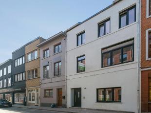 Volledig nieuw duplex-appartement (110 m² + 36 m² terras) met twee slaapkamers gelegen in het centrum van Tienen.Het appartement omvat de ge