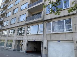 Autostaanplaats te huur in Residentie Antares, op de Tiensevest!<br /> Deze autostaanplaats is gelijkvloers, overdekt en buiten gelegen.<br /> Onmidde