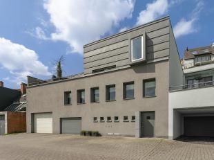 Exclusieve, moderne woning met zicht op de Demer.<br /> Deze woning is volledig gerenoveerd in 2004 en is gelegen in het centrum van Aarschot, vlakbij