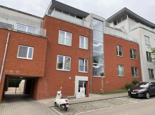 Goed gelegen, makkelijk bereikbare staanplaats op wandelafstand van Gasthuisberg.<br /> Deze staanplaats is 2,4m breed en 5m diep.<br /> De parking is