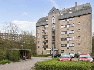 Zéér centraal gelegen appartement met 2 slaapkamers en terrasje op de 2de verdieping.<br /> Dit appartement bestaat uit een inkomhal met