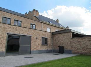 """Nieuwbouw """"pastoriestijl"""" woning met een bewoonbare oppervlakte van 220m² en een zeer functionele indeling. Interieur/ keuze materialen maken van"""
