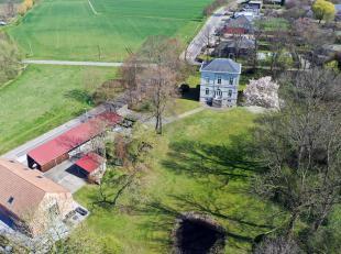 Uw kantoor in dit uitzonderlijke kasteel-villa (herenhuis) uit 1849? In de vijftiende eeuw stond hier het pachthof van de priorij Sint-Ursula in de Ha