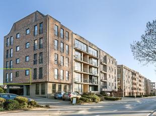 Lichtrijk hoekappartement met 2 slaapkamers en een autostaanplaats.<br /> Het appartement is gelegen op de eerste verdieping van een kleinschalige res