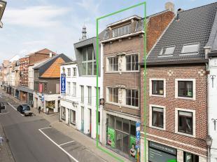 Zeer goed gelegen handelspand met mogelijkheden voor woonst of 1 à 2 appartementen (1a 50ca).Dit statige pand is centraal gelegen in het commer