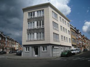 Un agréable appartement au rez-de-chaussée au centre de Louvain. L'appartement existe d'un hall, living lumineux, une cuisine équ