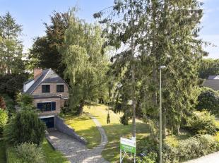 Deze alleenstaande villa gebouwd in 1957 met 4 slaapkamers en 2 badkamers in een residentiële omgeving en gelegen op een boogschoot van de campus