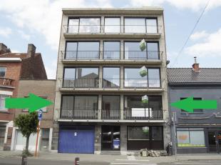 Gerenoveerd en zeer lichtrijk appartement met twee slaapkamers gelegen in het twee-richtingdeel van de uitstekend gesitueerde Gilainstraat.Indeling:Ce