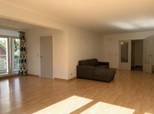 Goed onderhouden drie slaapkamer-appartement te Heverlee, gelegen in rustige buurt en op wandelafstand van het centrum, scholen, openbaar vervoer, win