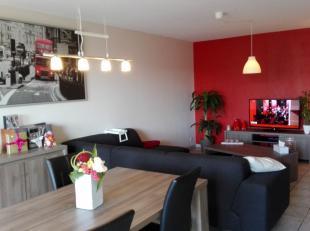Info en bezichtigingen: MAIL filip@immodetiege.be of bel 016/460082<br /> <br /> Perfect onderhouden appartement (3e verdieping) met 2 ruime slaapkame