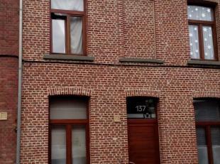 Voor info en bezichtiging: MAIL filip@immodetiege.be<br /> <br /> Stijlvol gerenoveerde stadswoning met 3 slaapkamers, ZW-gerichte plantenkoer + balko