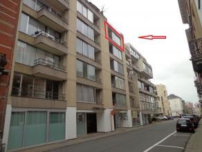 Zeer centraal gelegen appartement (+/- 48m² groot) met 1 slaapkamer en met een terras op 100m van de Bondgenotenlaan, op 200m van het station en